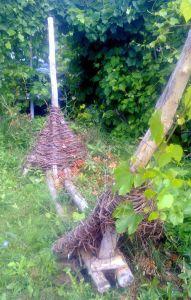 плетение из виноградной лозы - подставка для гамака