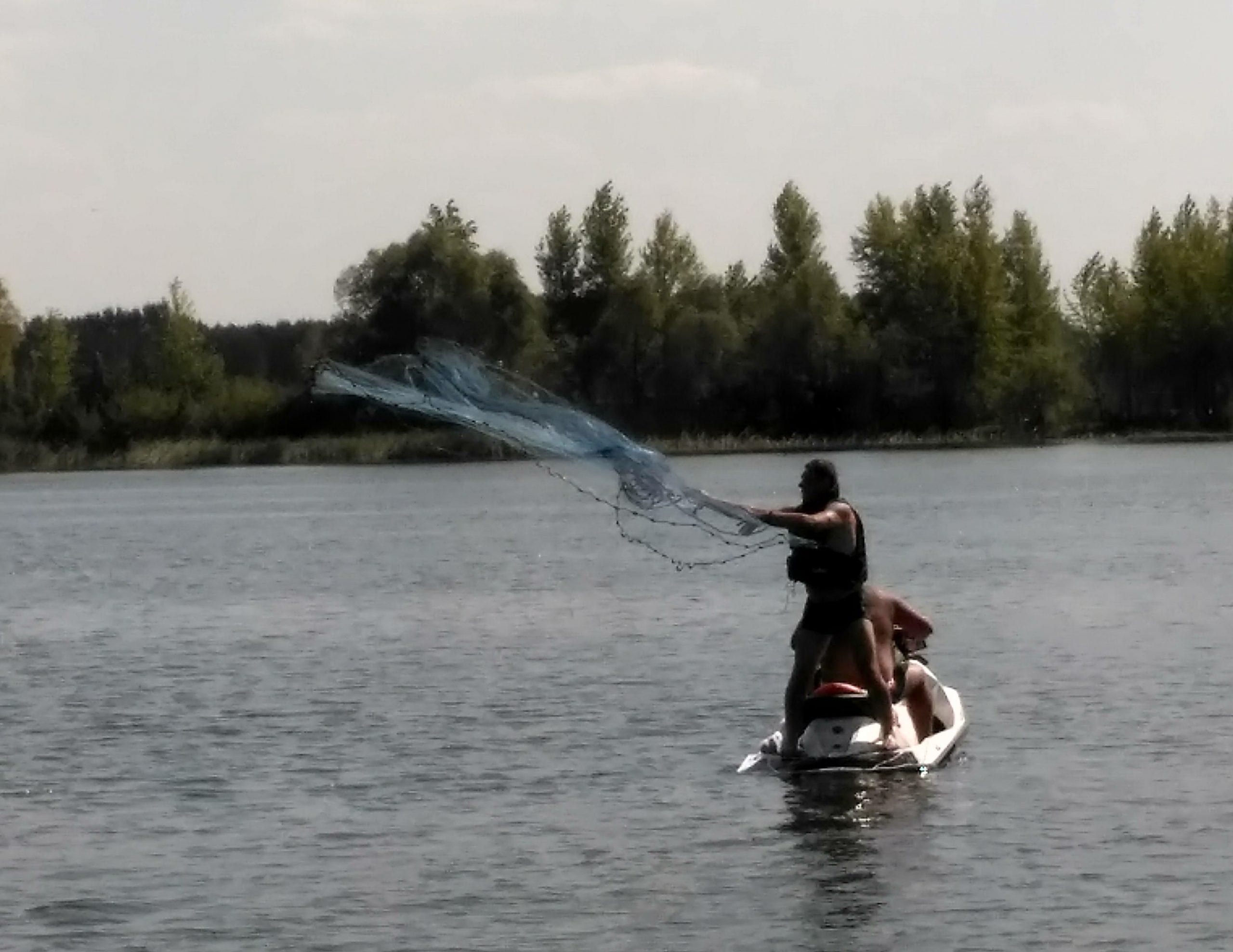 рыбалка кастинговой сетью с гидроцыкла