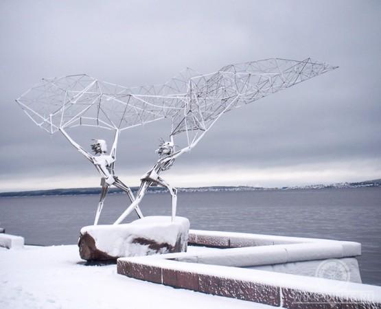 Зимой памятник рыбакам
